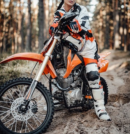 un kit chaîne moto pas cher