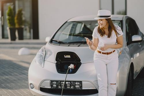 un installateur de borne de recharge pour voiture électrique